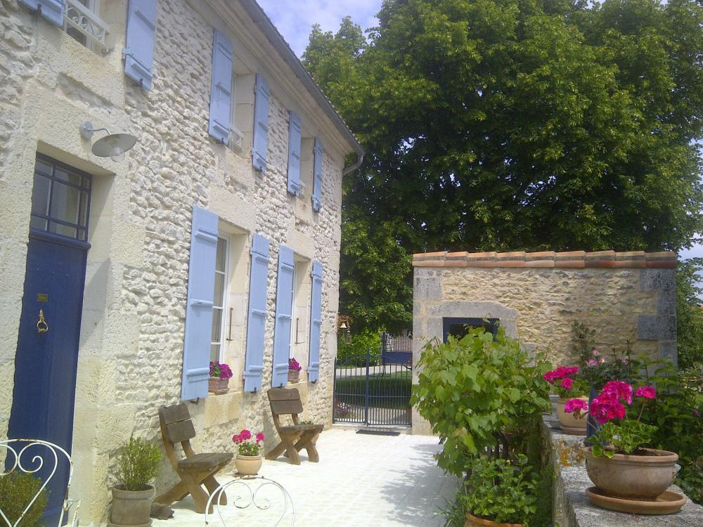 Contact chambres d 39 h tes bed and breakfast la maline for Chambre d hote pres de la rochelle